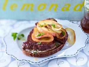 Berliner Steakschnitte mit Apfel Rezept