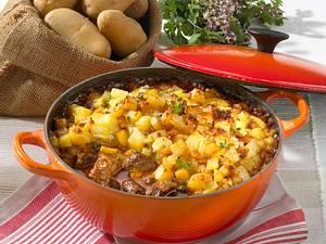 Biergulasch mit Kartoffelkruste Rezept