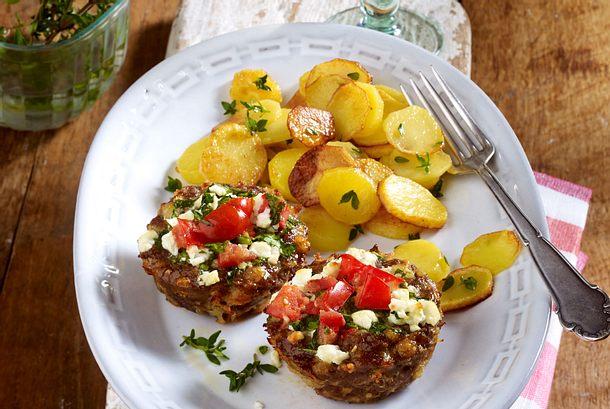 Bifteki-Muffins mit Bratkartoffeln Rezept