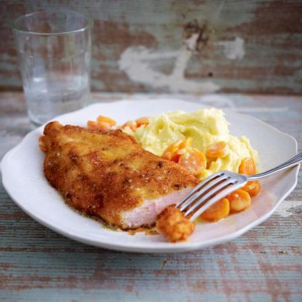 Bio-Hähnchen-Schnitzel mit Sahnemöhren und Kartoffelpüree Rezept