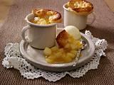 Birnenstrudel-Dessert: Birnenkompott mit Blätterteighaube in kleine Tassen Rezept