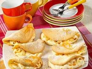 Biskuit-Omeletts mit Orangen-Mandelkrokant-Sahne Rezept