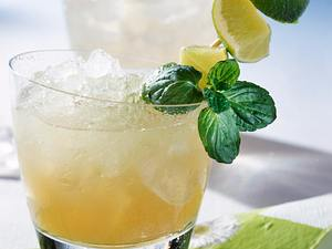 Bitter Lemon-Caipirinha Rezept