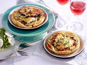 Blätterteig-Tarteletts mit Birne, Honig und Ziegenkäse Rezept