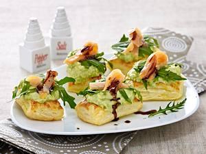 Blätterteigschnitten mit Avocado-Wasabi-Creme und Lachs Rezept