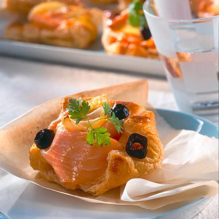 Blätterteigteilchen mit Lachs und Hollandaise Rezept