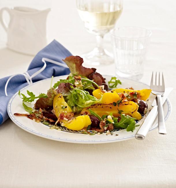 Blattsalat mit gerösteter Paprika und Speck-Vinaigrette Rezept