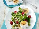 Blattsalat mit Himbeeren und gratinierten Ziegenkäsetalern Rezept
