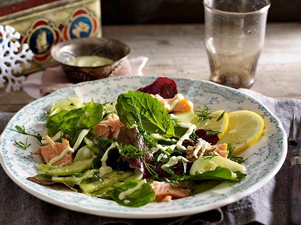 Blattsalat mit Stremellachs & Wasabicreme Rezept