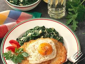 Blattspinat mit Kartoffelpuffer und Spiegelei Rezept