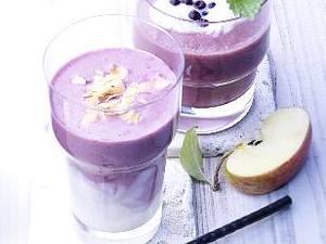 Blaubeer-Apfel-Smoothie (Glas hinten) Rezept