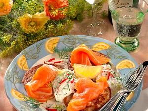 Blinis mit Radieschen-Quark und Lachs Rezept