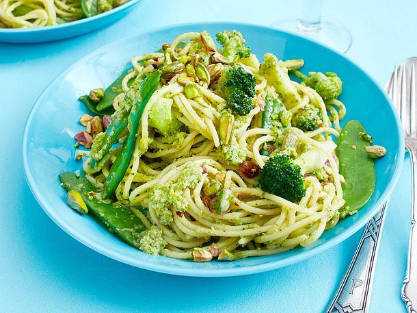 Blitz-Spaghetti mit Brokkolipesto Rezept