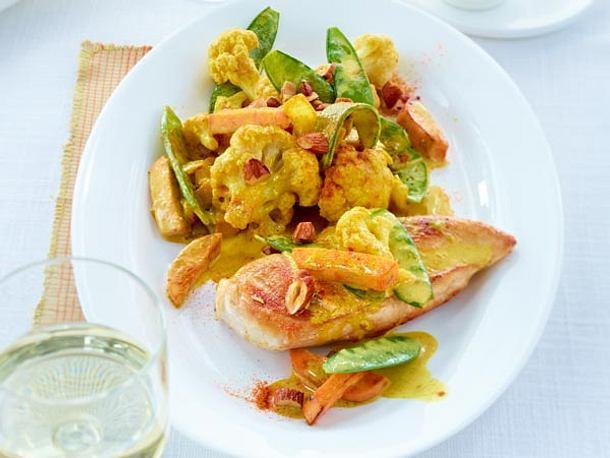 Gesund und lecker: Blumenkohl-Curry mit Hähnchenbrust