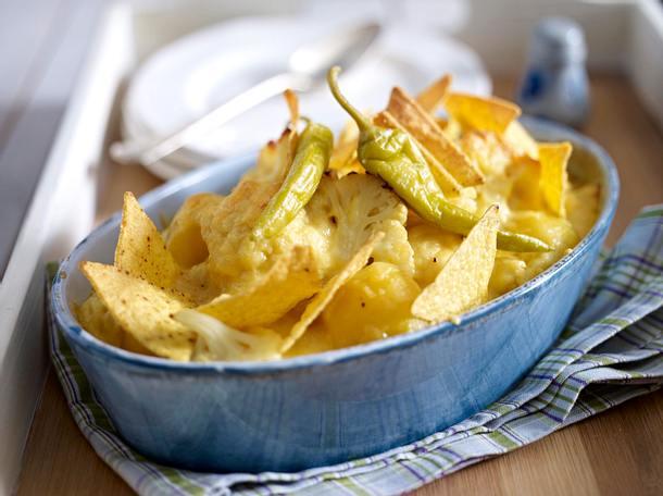 Blumenkohl mit Käse Senf Soße und Tortillachips Rezept