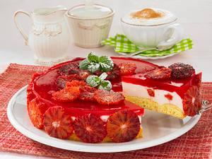 Blutorangen-Wackelpudding-Torte mit Sahntuffs und Orangenfilets Rezept