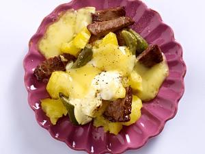 Boeuf-Stroganoff-Raclette-Pfännchen mit Rinderminutensteak, Senf, Kartoffeln, Raclettekäse Rezept