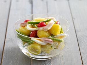 Bohnen-Kartoffel-Salat mit Räucherforelle Rezept