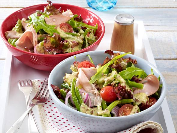 Bohnen-Mortadella-Salat mit Senf-Vinaigrette Rezept