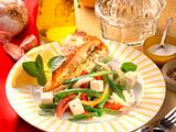 Bohnen-Schafskäse-Salat mit Fladenbrot Rezept