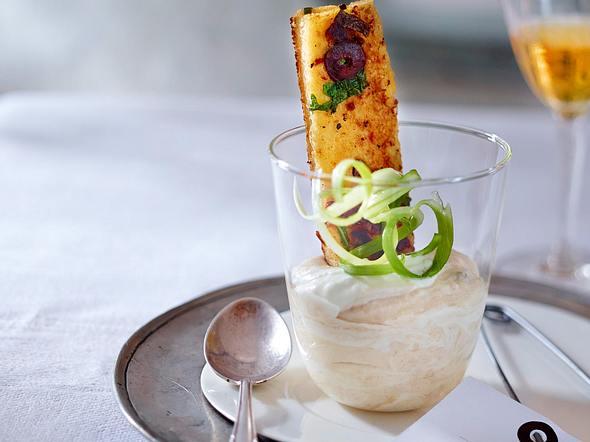 Bohnenmousse mit Olivencroûtons Rezept
