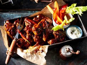 Bonanza-Chickenwings mit Gemüsesticks und Blue-Cheese-Dip Rezept