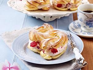 Brandteig-Sandwiches mit Himbeer-Pudding Rezept