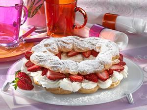 Brandteigring mit Erdbeeren Rezept