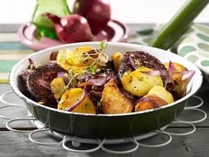 Bratkartoffeln mit Blutwurst und roten Zwiebeln Rezept