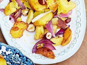 Bratkartoffeln mit Nüssen und Zwiebeln Rezept