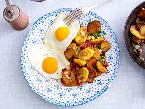 Bratkartoffeln mit Spiegeleiern Rezept