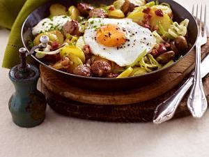Bratkartoffeln mit Wurst und Spiegelei Rezept
