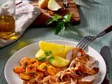 Bratwurst in Zwiebelsoße zu Petersilien-Möhren Rezept