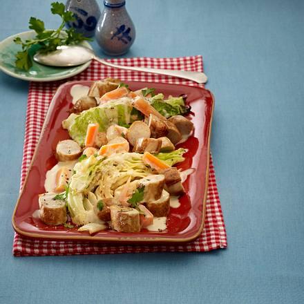 Bratwurstgeschnetzeltes mit Spitzkohl und Möhren Rezept