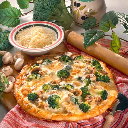 broccoli champignon pizza rezept lecker. Black Bedroom Furniture Sets. Home Design Ideas