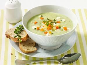 Broccolicremesuppe mit Schafskäse Rezept