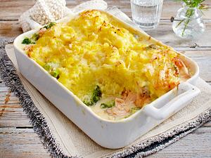 Brokkoli-Lachs-Auflauf mit Kartoffel-Käse-Kruste Rezept