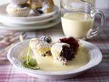 Brombeer-Quark-Mini-Muffins mit warmer Vanillesoße Rezept
