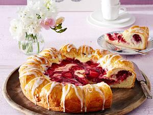 Buchtel-Quarkkuchen mit Beerenfrüchten Rezept