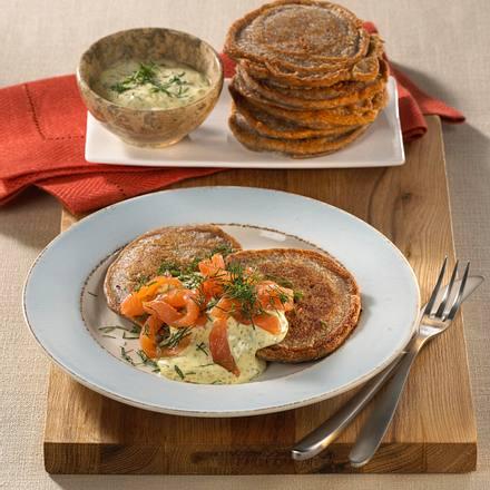 Buchweizen-Blini mit Lachs & Senfcreme Rezept