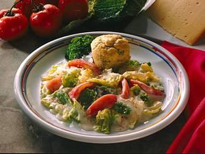 Buchweizenflan mit Wirsing-Tomatengemüse in Käse Rezept