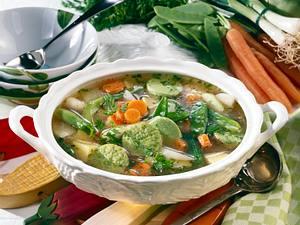 Bunte Frühlings-Gemüse-Suppe mit Kerbel-Eierstich Rezept