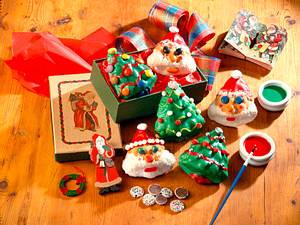 Bunte Tannenbäume und Weihnachtsmänner Rezept