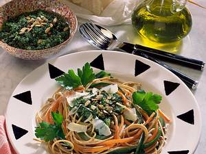 Bunte Vollkorn-Spaghetti mit Petersilien-Sonnenblumenkerne Rezept