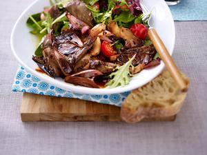 Bunter Blattsalat mit marinierten Austernpilzen Rezept
