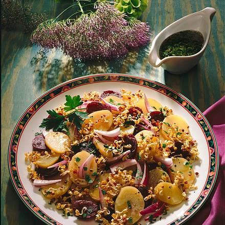 Bunter Kartoffelsalat mit Petersilien-Sesam-Vinaig Rezept