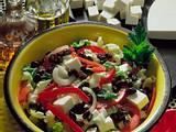 Bunter Salat mit Chinakohl und Schafskäse Rezept