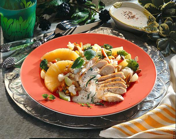 Bunter Salat mit Hähnchenfilet Rezept