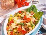 Bunter Salat mit Weizenkörnern und Käse Rezept