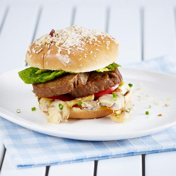 Burger mit Räuchertofu und Tomaten Rezept